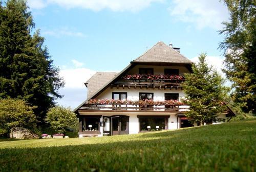 . Gästehaus Behabühl B&B