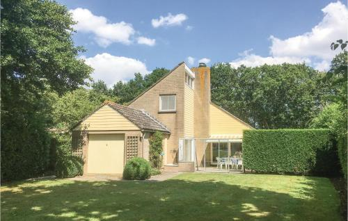 Stunning home in Arnemuiden w/ WiFi and 4 Bedrooms