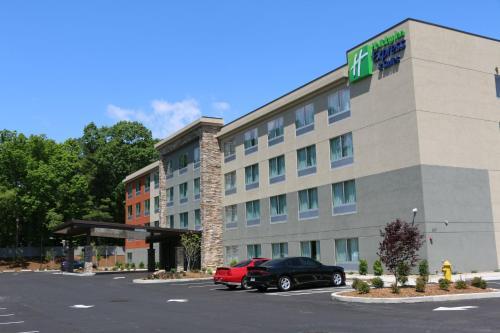 . Holiday Inn Express & Suites - Hendersonville SE - Flat Rock, an IHG Hotel