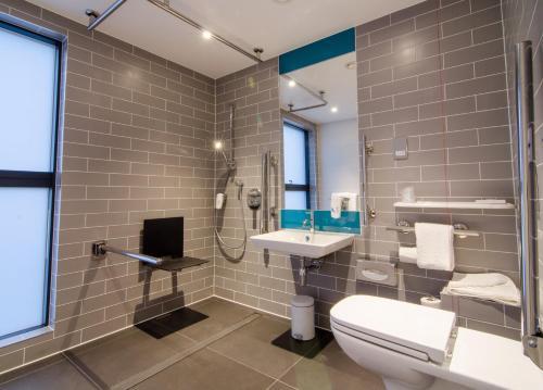 Holiday Inn Express London-Ealing, an IHG Hotel - image 14