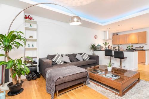 Bright Balham Apartment