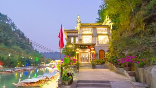 Fenghuang Tujia Ethnic Minority River View Hotel