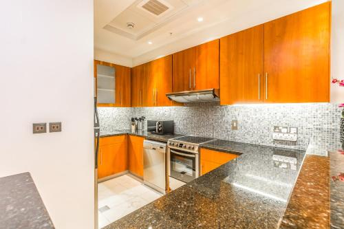 DHH - Modern & Large Studio in the Business District of Dubai - image 7