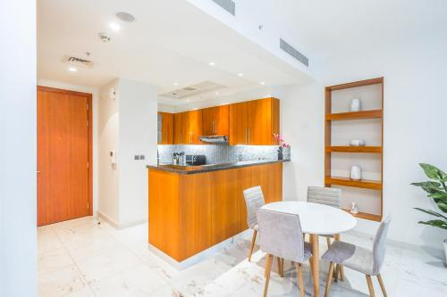 DHH - Modern & Large Studio in the Business District of Dubai - image 10