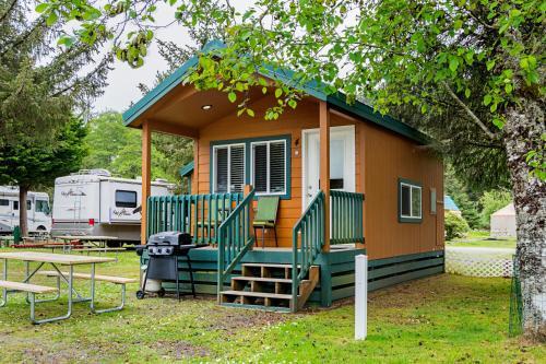 . Long Beach Camping Resort Studio Cabin 3