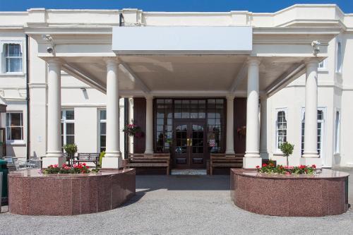 Russ Hill Hotel