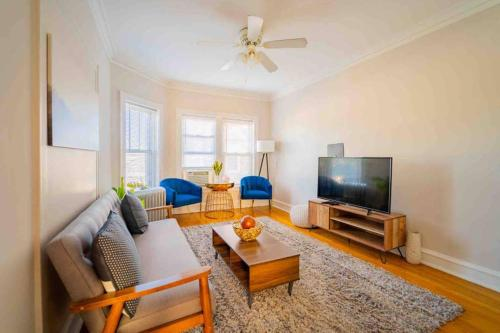 . Stylish Comfy Lincoln Sq. 2BR Near Wrigley