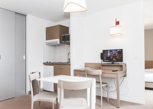 . Terres de France - Appart'Hotel Quimper Bretagne