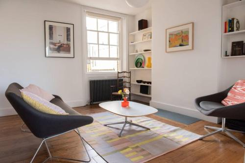 Sunny Boutique Apartment With Private Roof Terrace