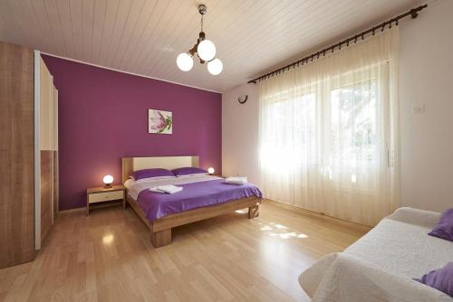 Apartments and rooms with parking space Trogir - 13102