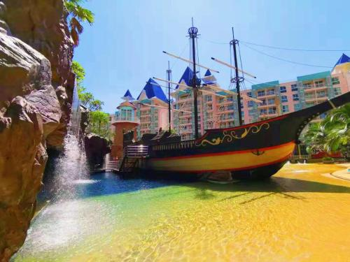 SUPER LUXURY PIRATE BOAT WATER PARK APARTMENT CITY CENTRA SUPER LUXURY PIRATE BOAT WATER PARK APARTMENT CITY CENTRA