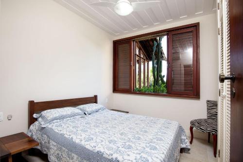 Linda casa com quatro suites, na rua da Praia Rasa