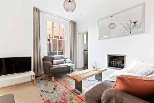 Lovely Freshly Renovated 2Bed Apt. In Westminster.