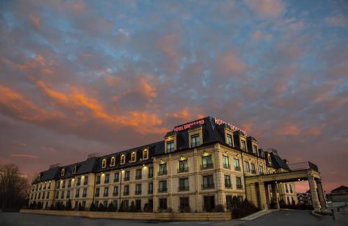 . Hotel Brossard