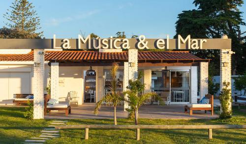 Aparthotel La Música Y El Mar