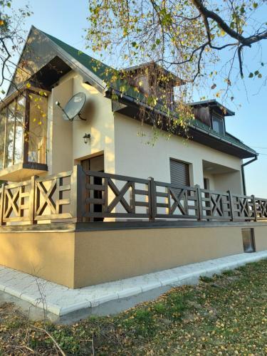 Maison ALANA - Accommodation - Divcibare