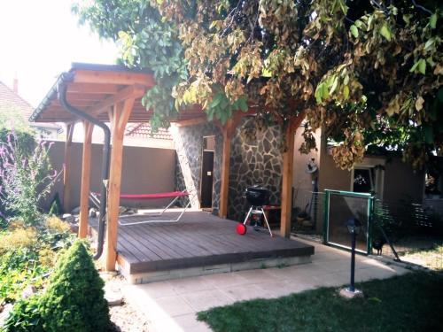 Walnut apartment with sauna and pond obrázok