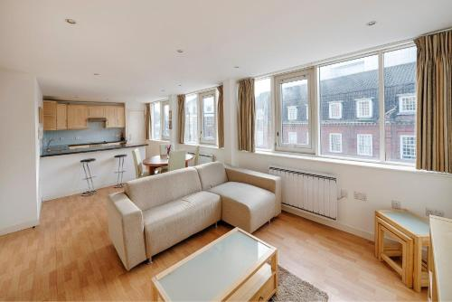 Modern Spacious 2 Bed 2 Bath Airconditioned Near Victoria Station
