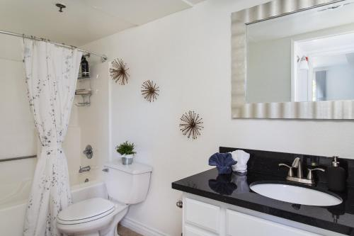 Luxurious Hollywood 2BD Suites Main image 1