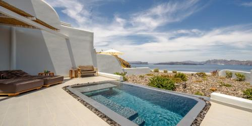 Deluxe Spa Suite with Outdoor Private Pool with Caldera View