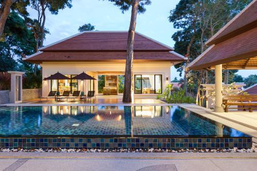 Luxurious Garden Villa in NaiHarn - Pool Parking Luxurious Garden Villa in NaiHarn - Pool Parking