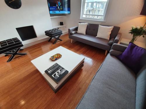 Picture of Belgravia Sw1 Fabulous Penthouse 2 Bedroom Apartment