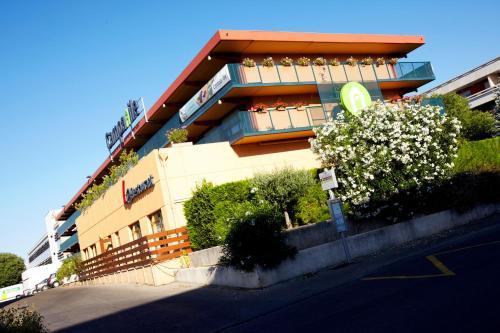 Campanile Nîmes Centre Mas-Carbonnel - Hôtel - Nîmes