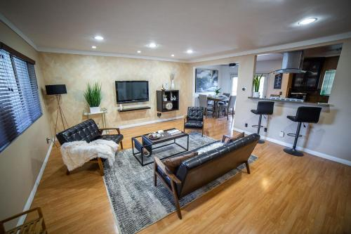 . Xenia Homes- Stay @ Hollywood Celebrity's Home