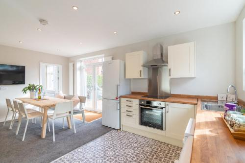 Beautiful 6 Bedroom Holiday Home, Manchester
