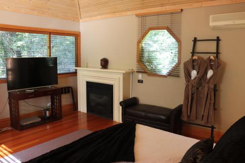 Linden Gardens Rainforest Retreat - Accommodation - Mount Dandenong
