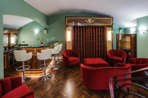 Sea-Facing Art Deco Apartment