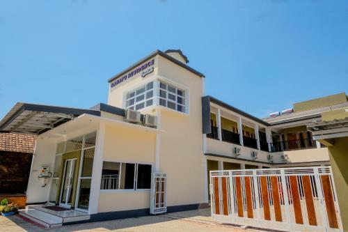 . OYO 1621 Rahayu Residence Syariah