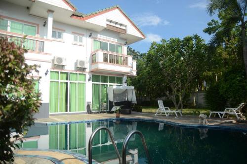 4 Bedroom Albina, South Pattaya Clean Beaches. 4 Bedroom Albina, South Pattaya Clean Beaches.