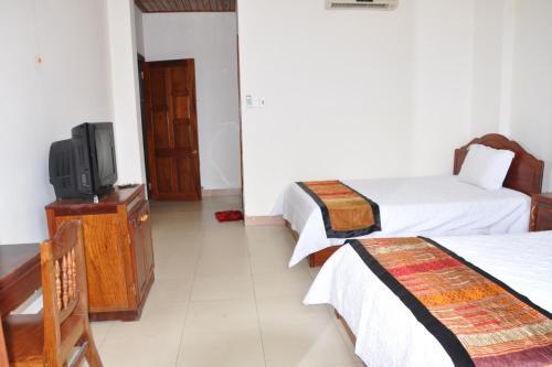 __{offers.Best_flights}__ OYO 1002 Champa Lang Hotel