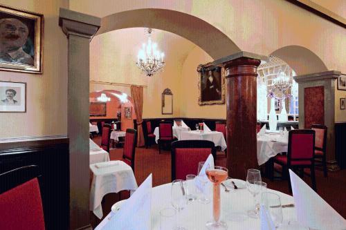 Hotel König von Ungarn - 8 of 72