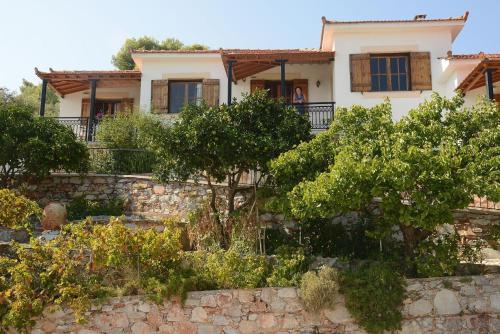 Betsanis Stafylos Apartments