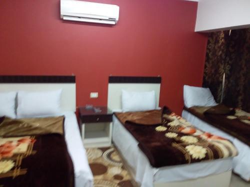 Isis Hostel 2 - image 10