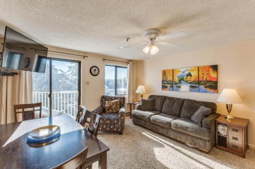 Stroll to Slopes, Village Area, Ski in-out MtLodge 329 - Snowshoe