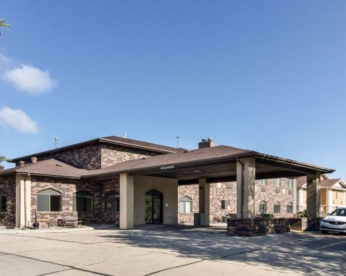 . Quality Suites Near West Acres