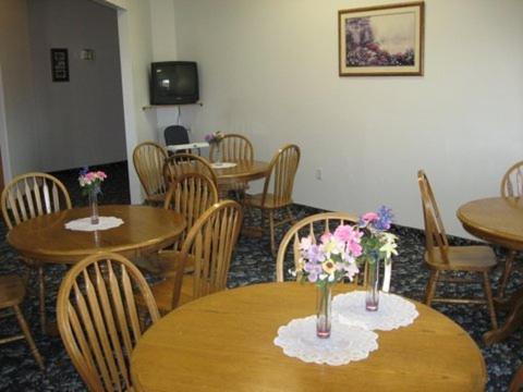 Glacier Gateway Plaza - Cut Bank, MT 59427