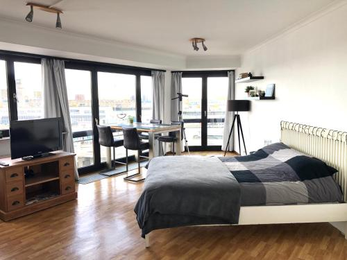 Cosy, modern studio with an awesome view of Ostend, Pension in Ostende