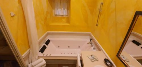 Habitación Doble con bañera de hidromasaje Casona Camino Real De Selores 4