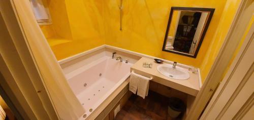 Habitación Doble con bañera de hidromasaje Casona Camino Real De Selores 1