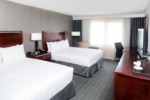 Hilton New York JFK Airport Hotel - image 12