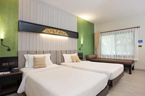 Staycatoin Offer Superior Room+ Free Early Check-in 9.00 hrs. & Late Check-out 16.00 hrs. + 10% disc Food + 1 Time Free Mini-bar / Stay