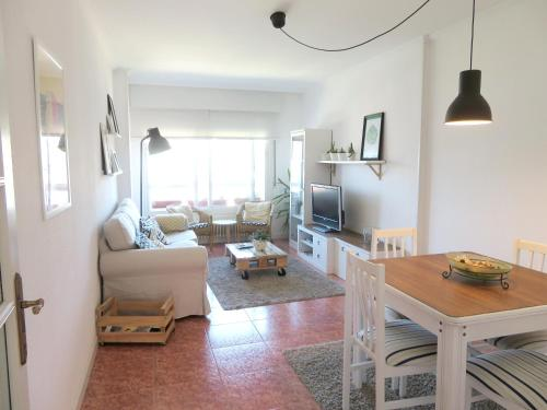 . Apartment with 2 bedrooms in Pontevedra with wonderful sea view and WiFi 4 km from the beach