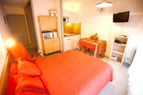. Studio in Dax with wonderful city view furnished balcony and WiFi 50 km from the beach
