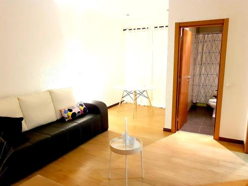 Apartment with 2 bedrooms in Almada, with furnished terrace and WiFi - 11 km from the beach in 2800-120 Almada
