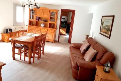 . Apartment with 2 bedrooms in Maspujols with enclosed garden and WiFi 17 km from the beach