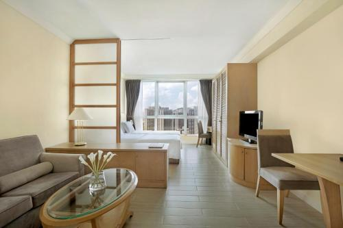 Harbour Plaza Resort City стая снимки